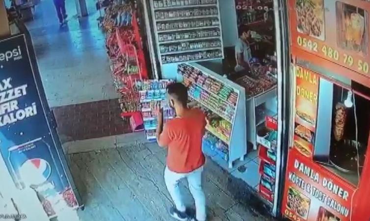 Hırsız patates cipsi çalarken